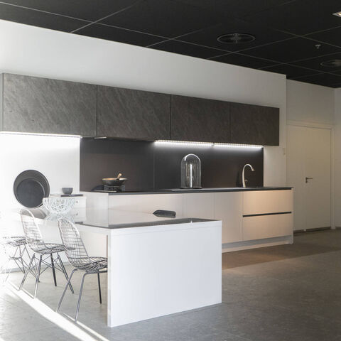 Showroomkeuken Satijn hoogglans / Black star Barendrecht