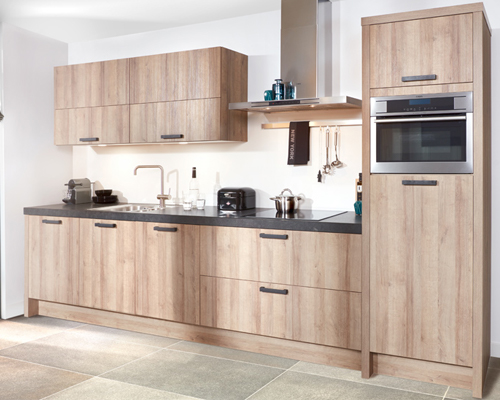 Houten keuken met granieten werkblad