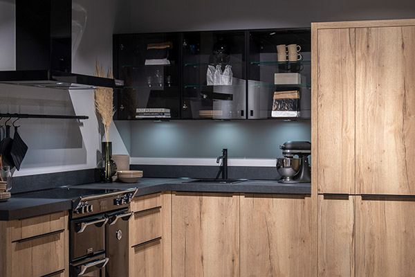 Keuken met bovenkasten