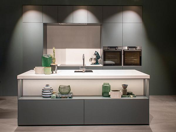 Keuken met kastenwand