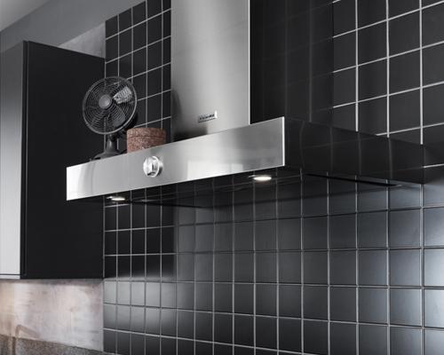 Zwarte tegeltjes in de keuken